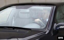 El embajador de Venezuela en Madrid, Mario Ricardo Isea, a su llegada en coche el Ministerio español de Asuntos Exteriores en Madrid.