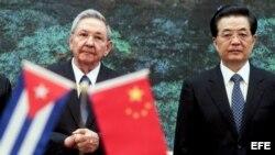 """El mes pasado Raúl Castro estuvo de visita, en busca de """"inspiración"""", en China y Vietnam."""