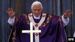 Benedicto XVI oficia misa en la Plaza de la Revolución en La Habana.