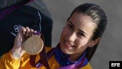 La colombiana, Mariana Pajón, medalla de oro en la finales de BMX de los Juegos Olímpicos de Londres el viernes 10 de agosto de 2012. EFE/Javier Lizón