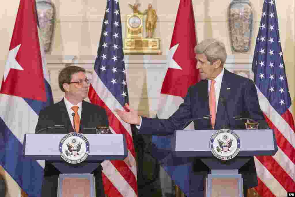 Los jefes de las cancillerías de Cuba y EEUU en conferencia de prensa.