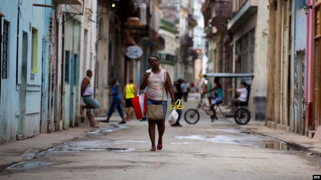 """""""Entré a la isla pensando que el embargo era el causante de la pobreza"""", dijo Katharina Hall."""