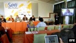 """Vista de la sesión de trabajo """"Periodismo digital y periodismo ciudadano"""", dentro de las jornadas """"Blogs y ciudadania""""."""
