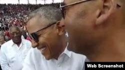 El presidente Obama y Jeter (c-d), en el estadio Latinoamericano.