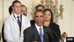 Obama asiste a evento con trabajadores del sector de la salud que luchan contra el ébola.