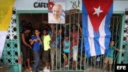 Tras el paso del papa Francisco comenzó la lluvia en Santiago de Cuba.