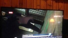 La cámara caída de Adam Ward alcanza a filmar al presunto asesino, Vester Lee Flanagan.