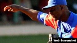 Noelvis Entenza, pitcher cubano.