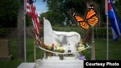 La tumba y la mariposa