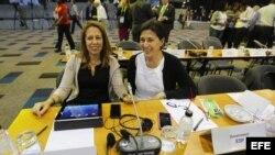 La directora general de Deportes del Consejo Superior de Deportes (CSD), Ana Muñoz (i), y la jefa del Departamento de Investigación, Desarrollo e Innovación de la Agencia Estatal Antidopaje (AEA), Victoria Ley