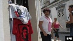 "Camisetas para turistas ""revolucionarios""."