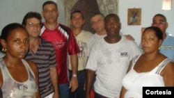 Opositres en Palma Soriano durante una vigilia