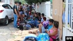 Muchos de los cubanos varados en Paso Canoas, panamá. Archivo. Efe.