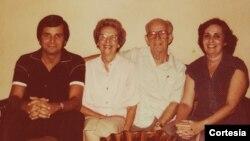 Mariano Esteva Lora, su esposa Mercedes, su hija María Teresa y su nieto Orlando en 1980
