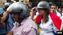 María Corina Machado tratando de llegar a la Asamblea Nacional