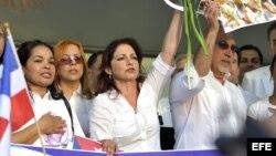 Gloria y Emilio Estefan, junto a Damas de Blanco en Miami.