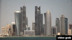 Doha, la moderna capital de Qatar, está situada en una pequeña península a orillas del Golfo Pérsico.