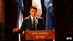 El primer ministro italiano, Matteo Renzi, pronuncia un discurso en la inauguración del foro empresarial Italia-Cuba. EFE