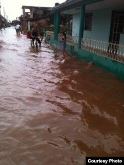 Aguas estancadas en un barrio de Guira de Melena