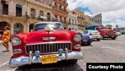 """""""Almendrones"""": El museo rodante de autos americanos de los '50 en Cuba es uno de sus atractivos turísticos."""