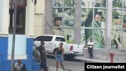 Reporta Cuba. La sede del Partido Comunista y el mendigo. Foto: José Daniel Ferrer.