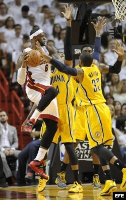 LeBron James contra los Pacers...