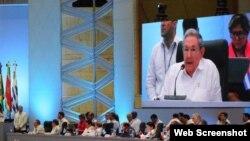 El gobernante cubano Raúl Castro, habla durante la V Cumbre de la CELAC, en República Dominicana.