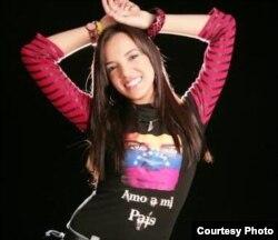"""Ante la violencia y la muerte en Venezuela la cantante Erika Farías compuso el tema """"Mi amor puede más""""."""