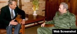 El portavoz del Vaticano, Joaquin Navarro Valls con Fidel Castro. Habana octubre, 1997