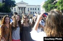 Estudiantes estadounidenses del programa Semestre en el Mar visitan la Universidad de La Habana.