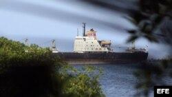 Fotografía del barco norcoreano Chong Chon Gang, que partió hoy sábado hacia Cuba