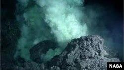 La vida microbiana es abundante en una de las zonas hidrotermales más profundas del planeta.