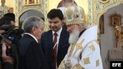 El Patriarca Kiril con Raúl Castro.