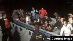 Polizontes cubanos detenidos por la Armada de Colombia. Foto: Archivo.