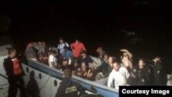 Polizontes cubanos detenidos por la Armada de Colombia. Archivo.
