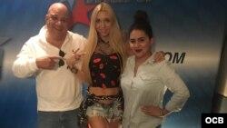 1800 Online con la cantante argentina Melisia