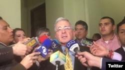 El expresidente colombiano Alvaro Uribe dijo a periodistas que en algún momento estaba dispuesto a reunirse con las FARC.