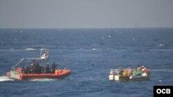Balseros cubanos rescatados el 24 de febrero. Foto: Guardia Costera de EEUU.