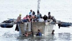 Rescatan a 33 balseros a nueve millas de Florida