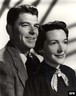 Ronald Reagan y su esposa Nancy en 1952.