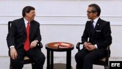 ARCHIVO. El ministro cubano de Exteriores, Bruno Rodríguez y su homólogo indonesio, Marty Natalegawa en una reunión en Yakarta (Indonesia).