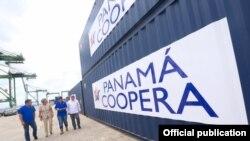 Contenedores con ayuda humanitaria enviados a Cuba por Panamá