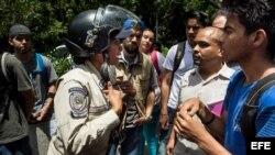 Estudiantes protestan por inseguridad en la Universidad Central de Venezuela.