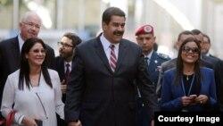 María Grabiela Chávez (d) junto al presidente Nicolás Maduro en la ONU.