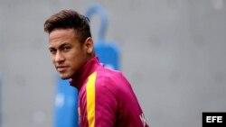 El delantero brasileño del FC Barcelona, Neymar Jr., durante un entrenamiento en la ciudad deportiva Joan Gamper.