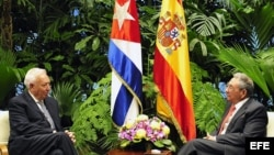 Raúl Castro conversó en mayo con el canciller español José Manuel García-Margallo en La Habana.