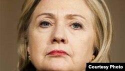 Unos 2.000 correos electrónicos enviados o recibidos por Hillary Clinton en 2009, durante su etapa de jefa de la diplomacia estadounidense, fueron publicados en internet este martes.