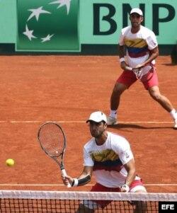 Los tenistas colombianos Robert Farah (abajo) y Juan Sebastián Cabal (arriba).