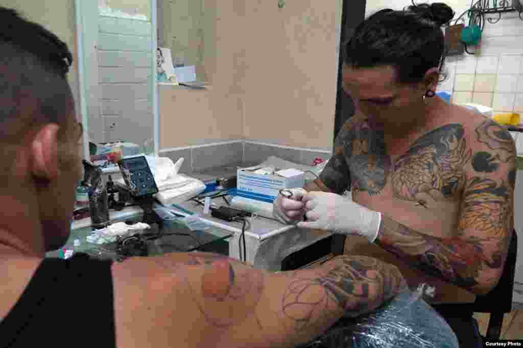 Tatuajes en Cuba Foto Dos Mundos