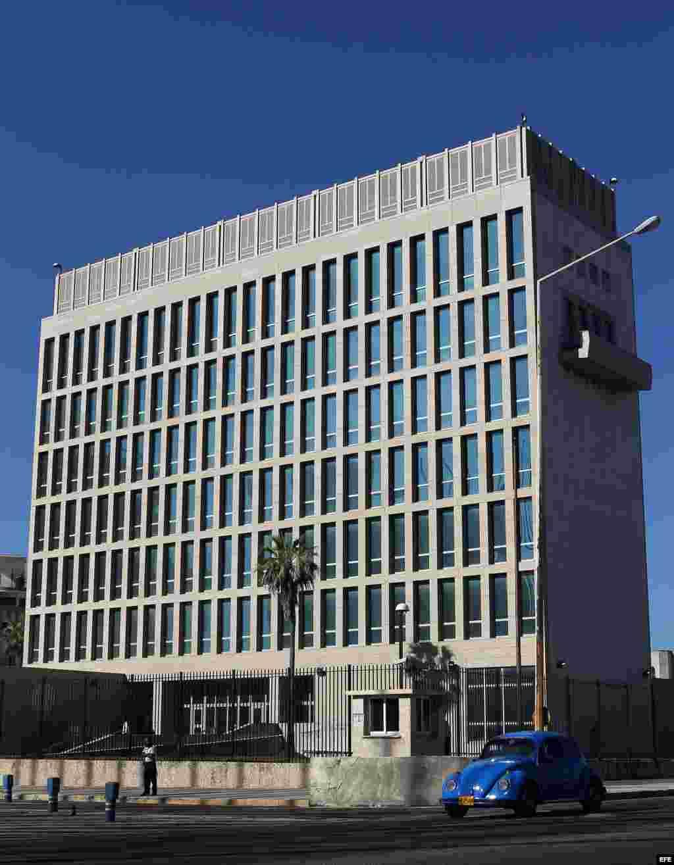 """El Gobierno de Cuba denunció en el 2012 que la SINA facilita en su sede el uso """"ilegal"""" de internet para promover actividades """"subversivas"""" contra la isla."""